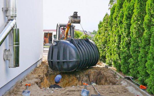 Zbiornik podziemny na deszczówkę: wybór i montaż
